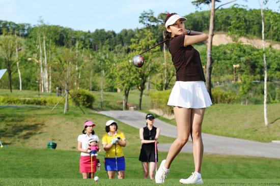 Quần áo golf nữ