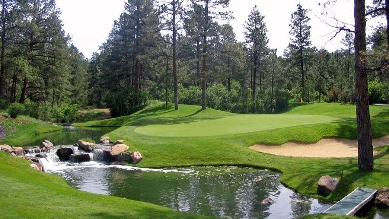 Sân golf Castle Pines Golf Club thiết kế bởi Nicklaus