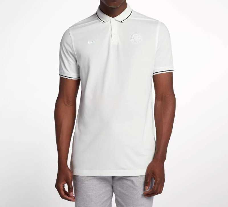 Mẫu áo này thiết kế rất đơn giản nhưng lại tôn dáng người dùng