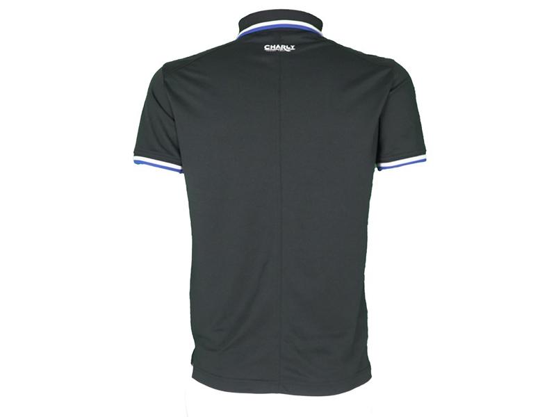 Mẫu áo golf sử dụng chất liệu vải có khả năng thấm hút mồ hôi
