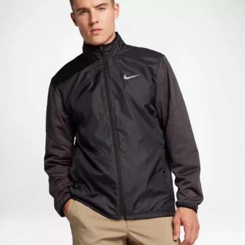 Phong cách thiết kế của áo khoác Nike Full-Zip Shield Jacket nhìn sang trọng, lịch lãm