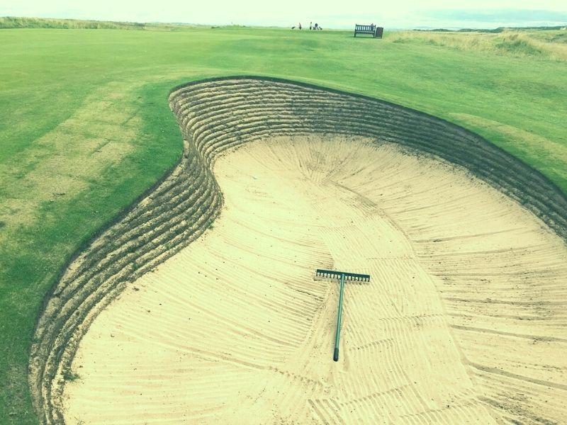 Bunker golf chính xác là các bẫy chướng ngại vật trên sân