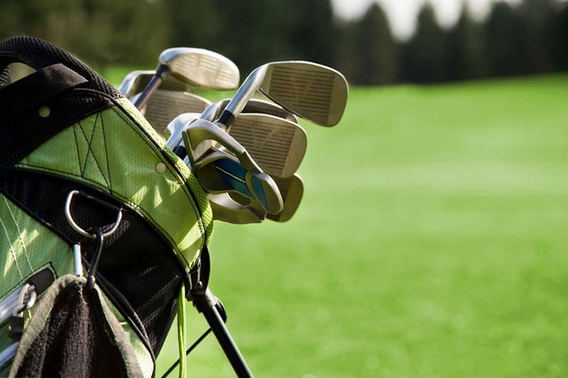 Bộ gậy golf tiêu chuẩn thường có 12 cây