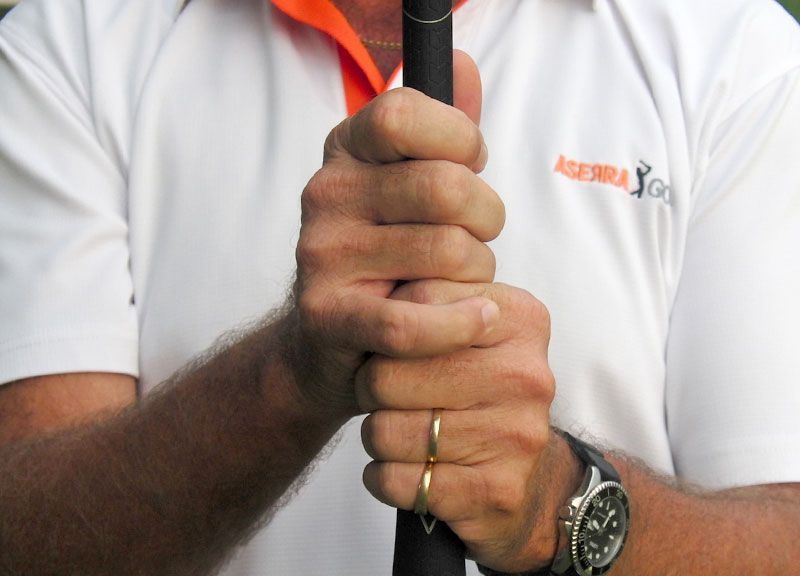 Cách cầm gậy golf kiểu Vardon Overlap Grip