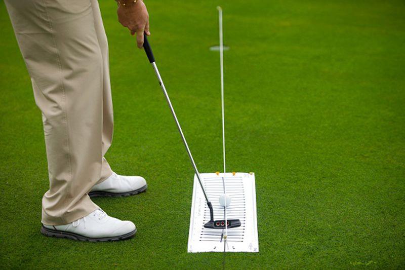 Golfer cần kiểm soát tốt khoảng cách khi thực hiện cú đánh