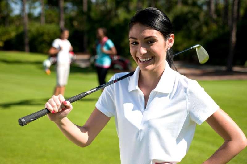 Khởi động bằng cách vung gậy golf