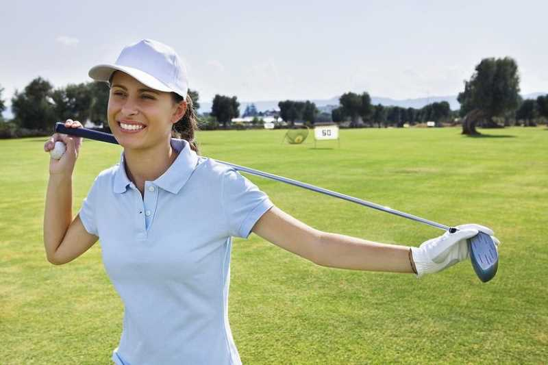 Tư thế khởi động cùng gậy golf