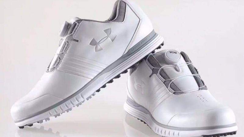 Chọn giày golf theo yếu tố trọng lượng