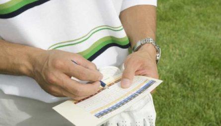 Golfer tích lũy điểm dựa trên công thức cụ thể
