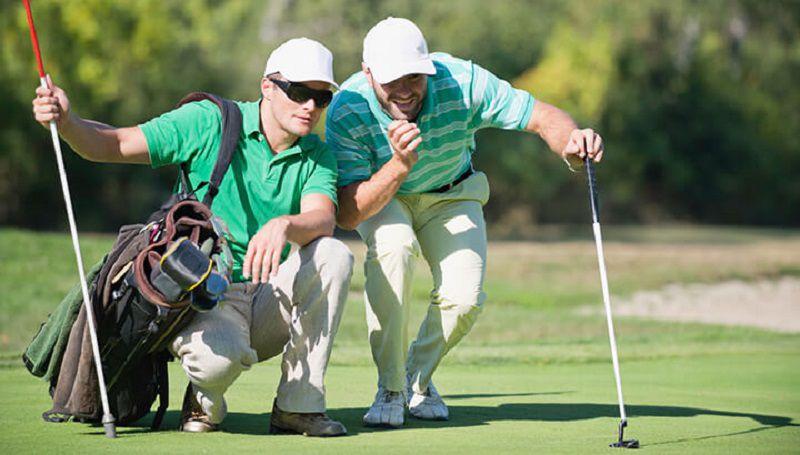 Caddie golf cũng có nhiệm vụ thay thế và loại bỏ pin