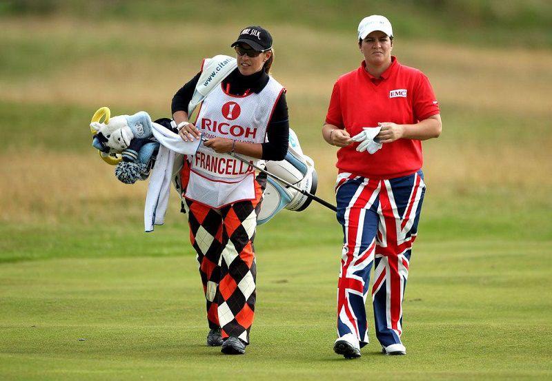 Caddy golf là người phục vụ trên sân golf