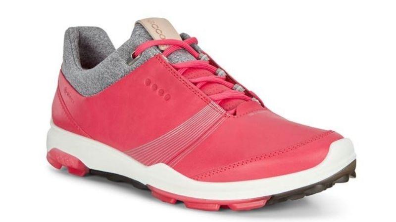 Giày được thiết kế tinh tế, đẳng cấp