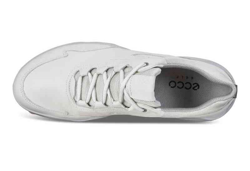 Mẫu giày mang form dáng thể thao đầy cá tính