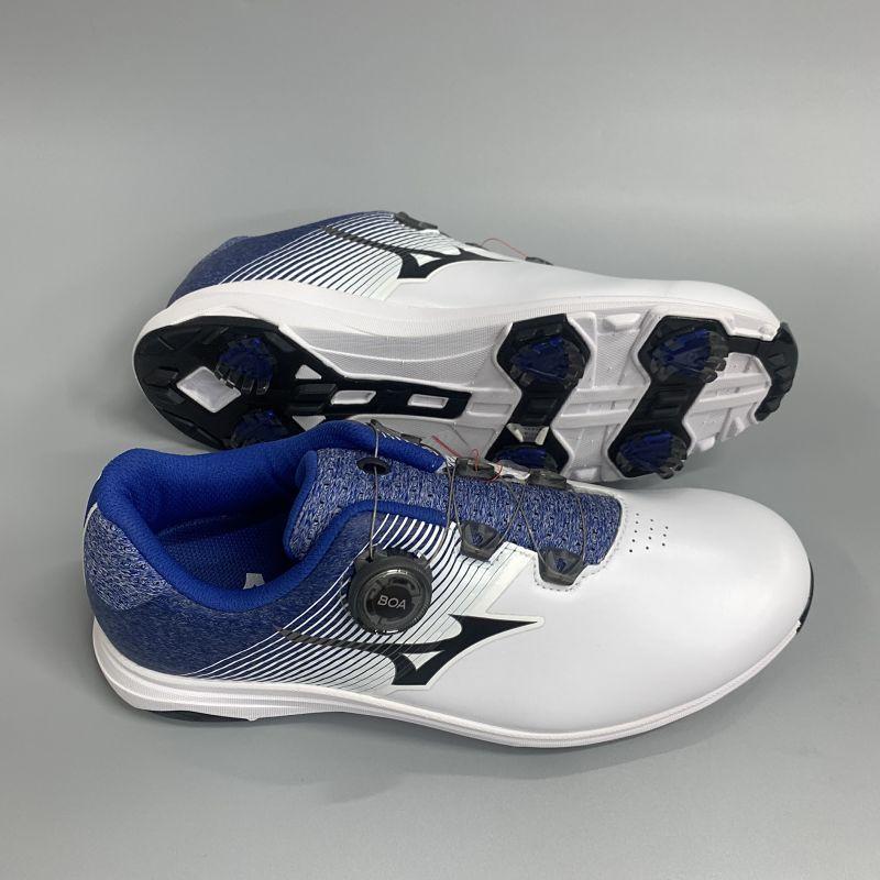 Giày có thiết kế vừa vặn, ôm chân và chắc chắn khi di chuyển