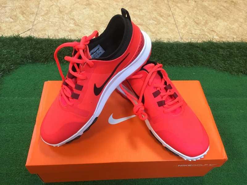 Giày golf Nike năng động và trẻ trung