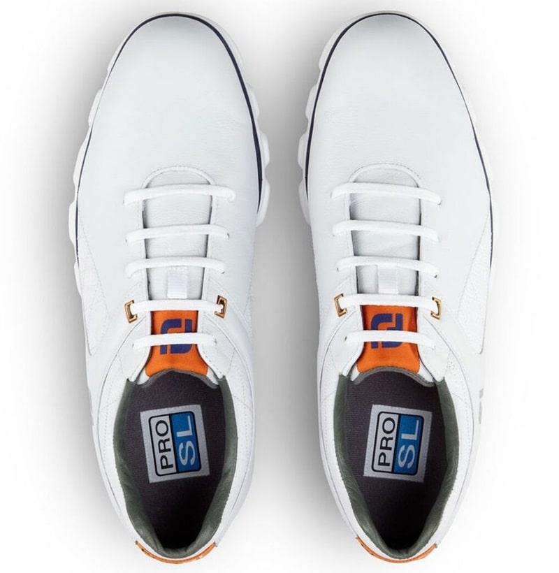 Giày được thiết kế tỉ mỉ với những đường nét sang trọng, tinh tế