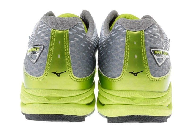 Giày được thiết kế tỉ mỉ trong từng chi tiết