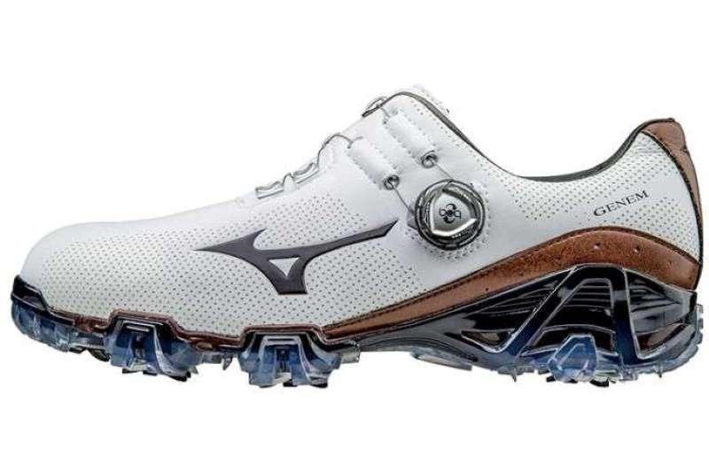 Giày được thiết kế theo phong cách thể thao, cá tính