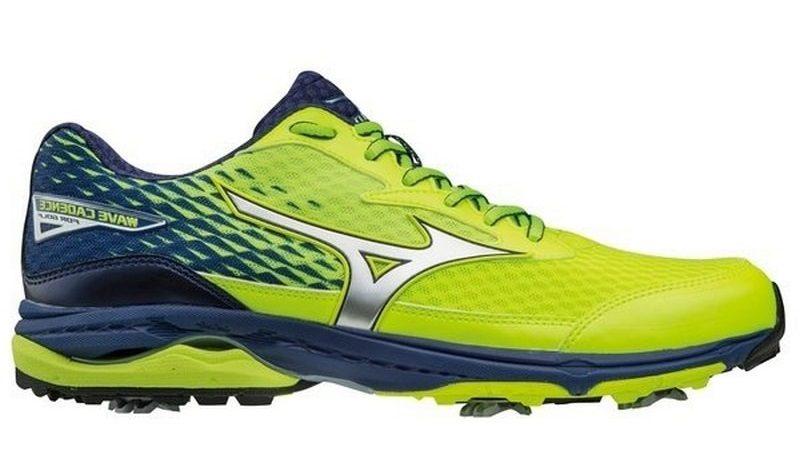 Giày golf được thiết kế nổi bật, đẹp mắt