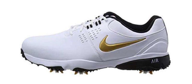 Giày được thiết kế với logo màu vàng nổi bật