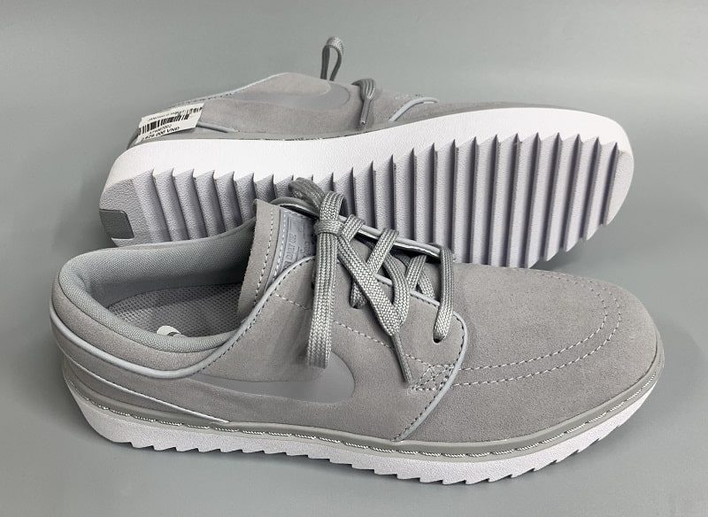 Giày golf Nike Janoski G được chế tạo từ chất liệu da tổng hợp cao cấp