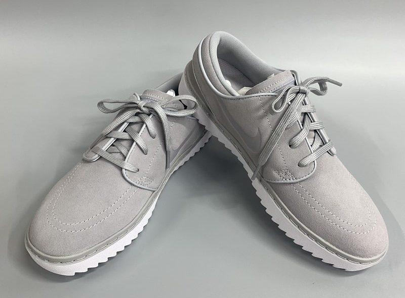 Giày được thiết kế đơn giản, sang trọng
