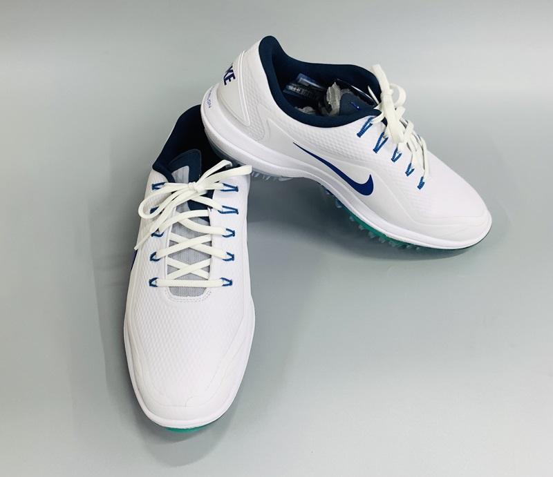 Giày được thiết kế theo phong cách thể thao, năng động