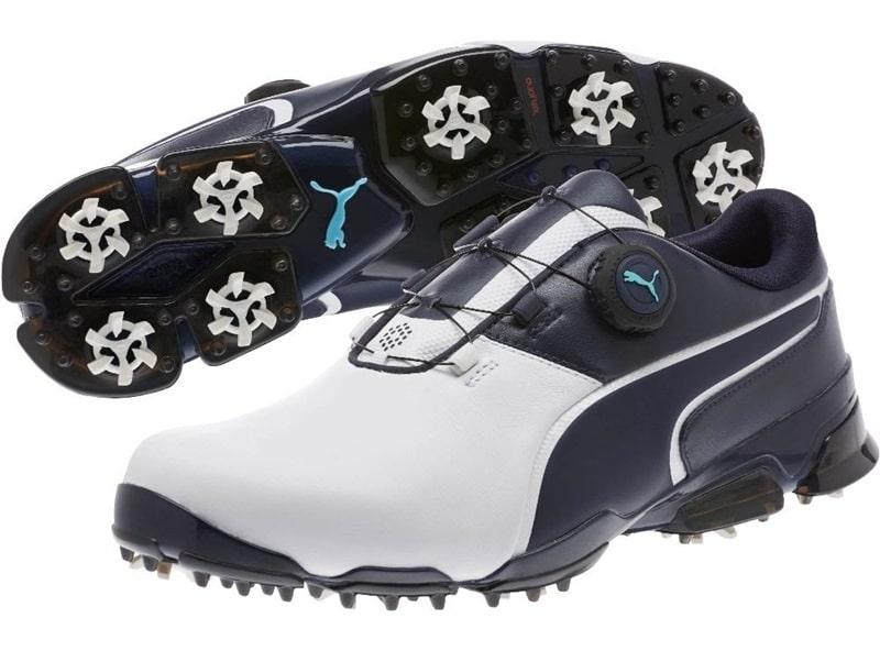 Đế giày được thiết với những vòng xoáy gai tạo độ ma sát cao