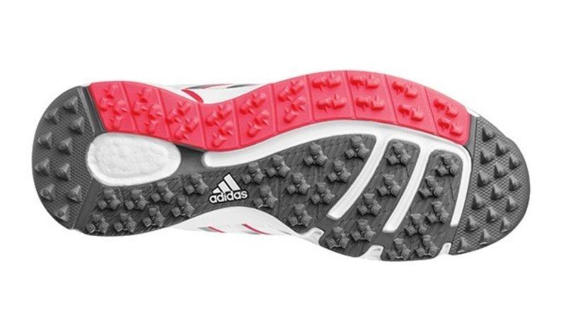 Giày được thiết kế với các tiêu chuẩn và công nghệ hiện đại nhất
