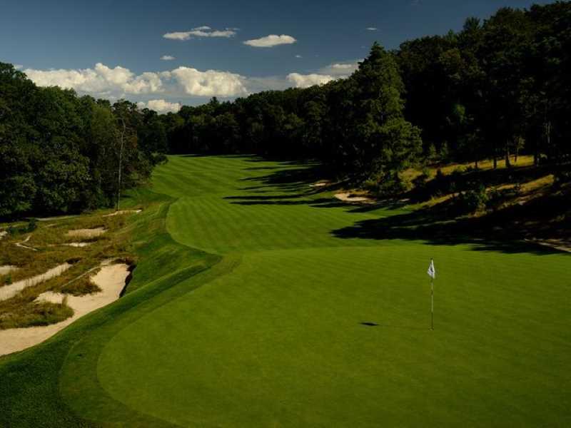 Tìm hiểu thuật ngữ golf course là gì?