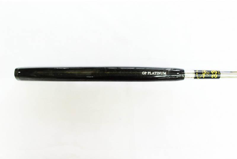 Cán gậy làm bằng Platinum, nhẹ, có thể thoải mái điều chỉnh độ dài