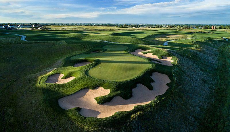 Các sân tập golf ngoài trời có kích thước tương đối đa dạng