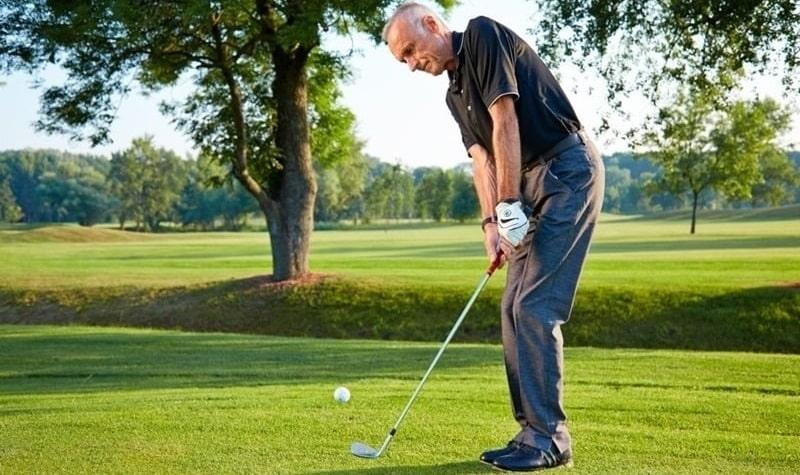 Luyện tập Chipping golf ở phần bằng phẳng gần Green