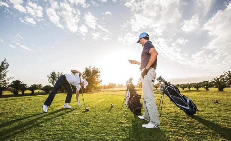 Golfer cần nắm rõ về luật chơi golf 18 lỗ để có thể trở thành tay chơi chuyên nghiệp