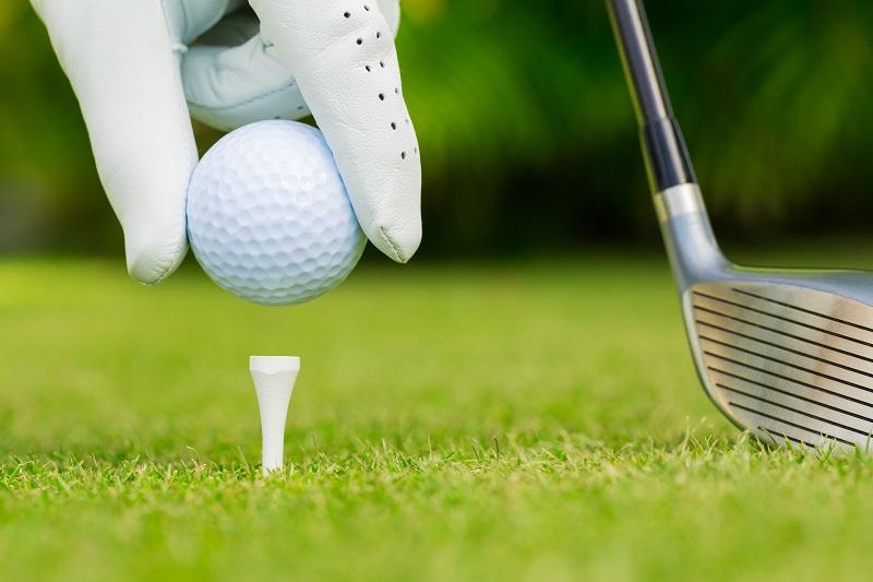 Bóng golf cần có trọng lượng nặng không quá 45,93g