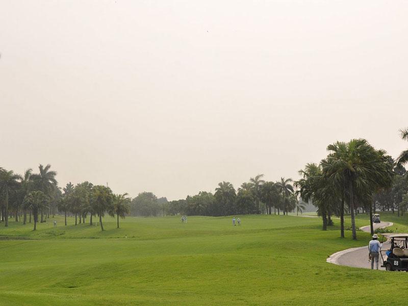 Sân golf Đầm Vạc chỉ cách trung tâm thủ đô khoảng 40 km