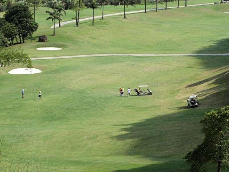 Sân golf này có diện tích khá rộng cũng những bẫy cát thiết kế khéo léo