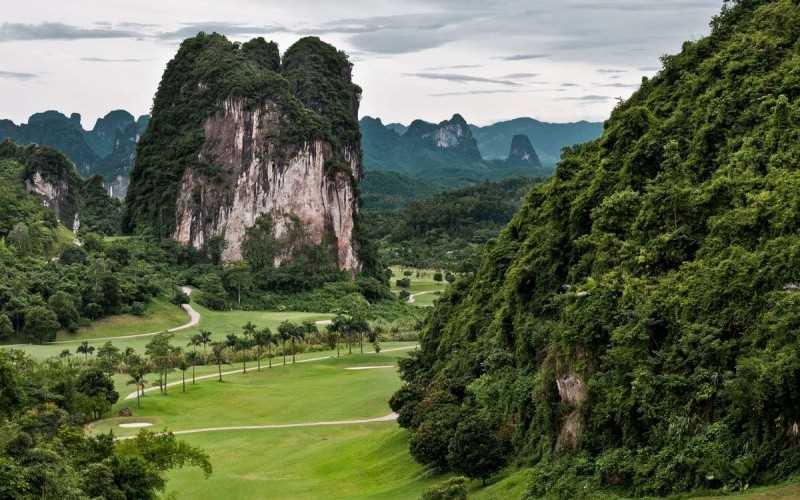 Hình ảnh sân golf Hòa Bình