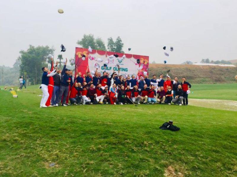 Giải golf diễn ra tại sân golf Hilltop Valley