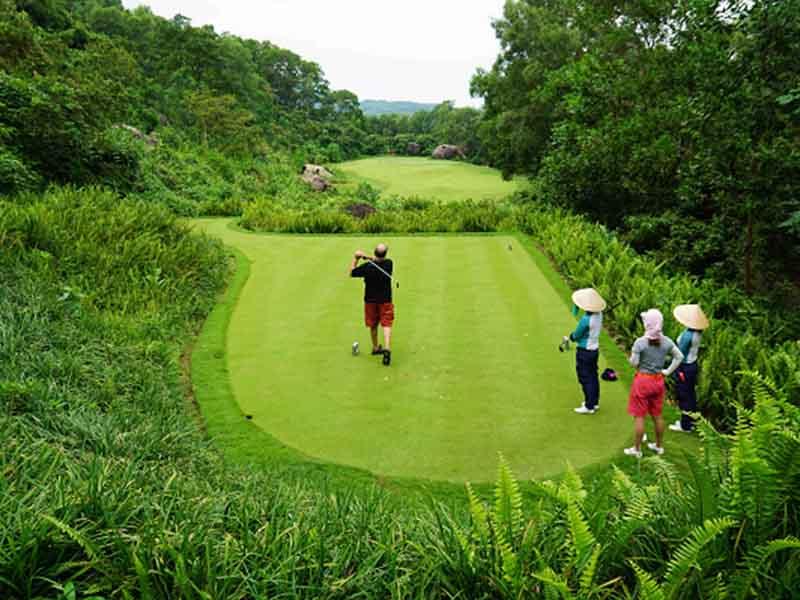Sân golf Huế có khung cảnh tuyệt đẹp