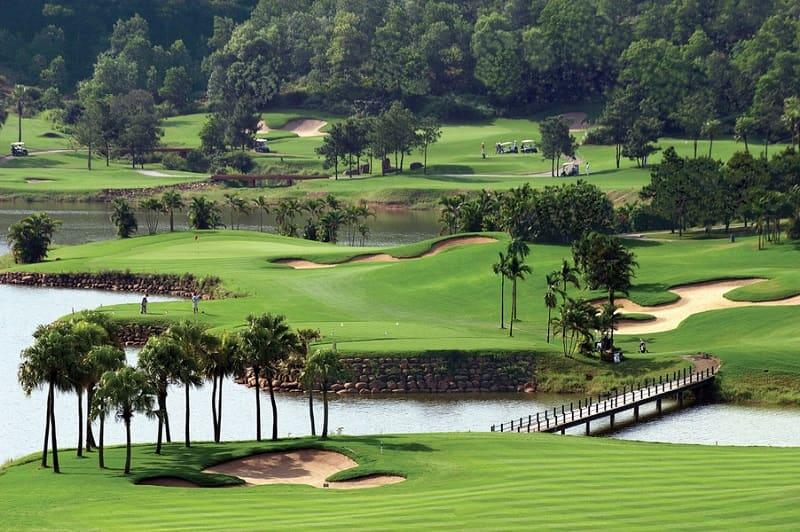 Sân golf Chí Linh sở hữu diện tích 325 ha, được thiết kế theo phong cách thung lũng vô cùng tuyệt đẹp