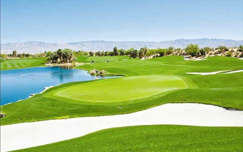 Hệ thống sân golf Royal Golf Club bao gồm 3 sân golf Đồi vua, Hoàng tử và Nữ hoàng, với 18 hố