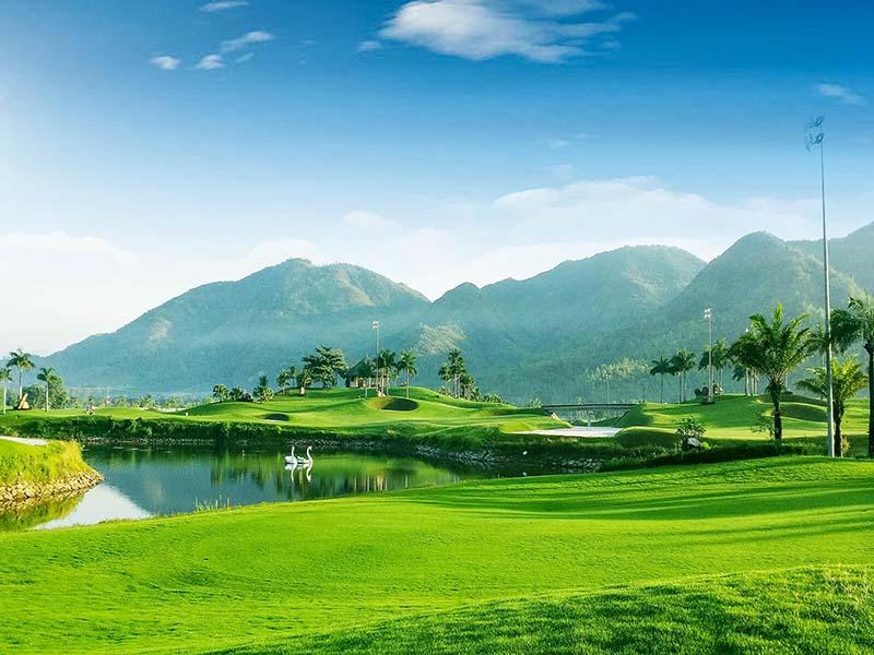 Diamond Bay Golf Course cho người chơi tận hưởng những vòng golf hoàn hảo