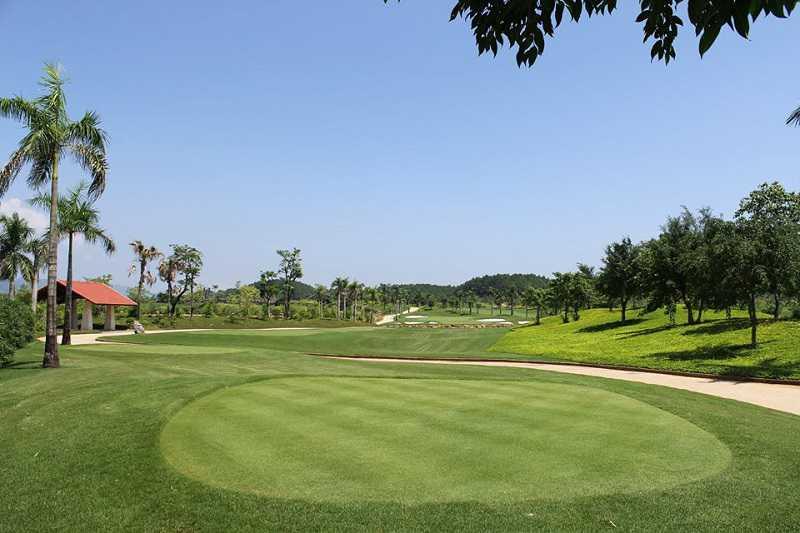 Một góc của sân golf Tràng An