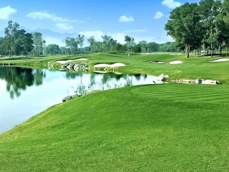 Sân golf Xuân Mai có phong cảnh thiên nhiên tuyệt vời và ấn tượng