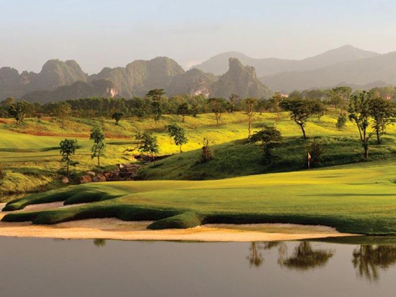 Sân Lake Course là một sân nhỏ nằm trong tổ hợp sân golf Xuân Mai