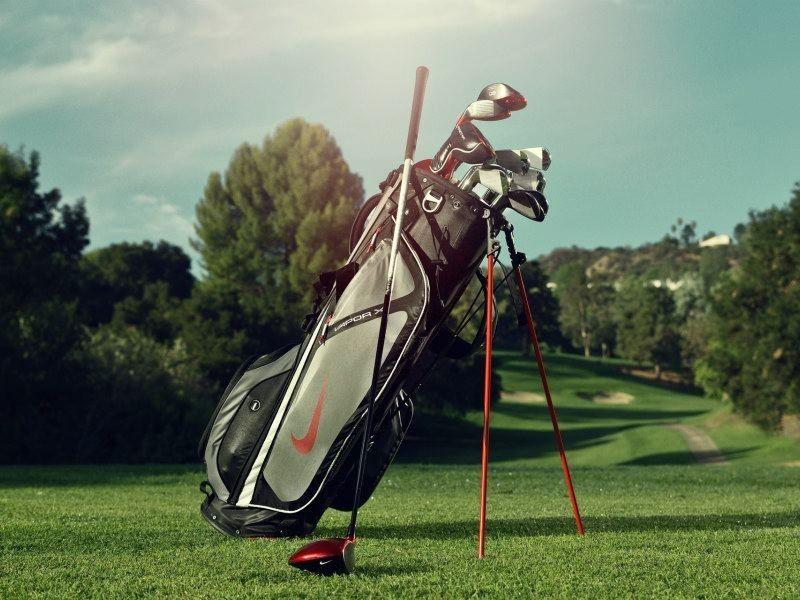 Túi gậy có chân chống, rất phù hợp để mang theo lên sân