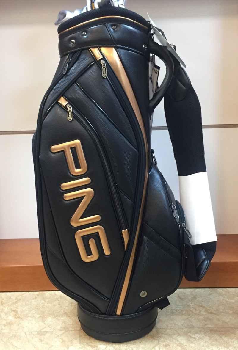 Túi được làm từ chất liệu cao su cao cấp, đứng form
