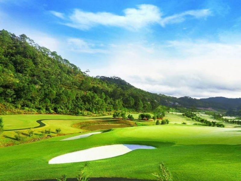 Cảnh quan tuyệt đẹp của sân golf Vietnam Golf Country Club