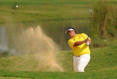 Với những sân chơi golf được thiết kế nền cát golfer nên chọn những cây có độ bounce thấp